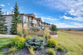 Photo 1: 4 145 Rockyledge View NW in Calgary: Rocky Ridge Apartment for sale : MLS®# A1041175