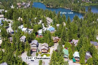 """Photo 2: 2347 CHEAKAMUS Way in Whistler: Bayshores House for sale in """"Bayshores"""" : MLS®# R2595543"""
