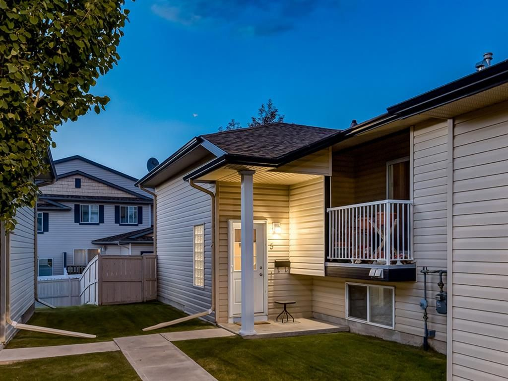 Main Photo: 5 103 ADDINGTON Drive: Red Deer Row/Townhouse for sale : MLS®# A1027789