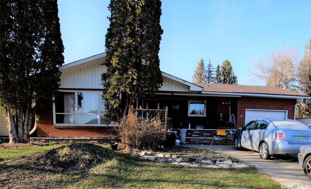 Main Photo: 14 Morris Drive in Saskatoon: Massey Place Residential for sale : MLS®# SK851278