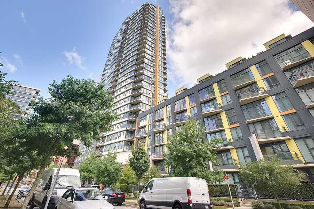 Main Photo: 702 33 SMITHE STREET in Vancouver: Yaletown Condo for sale (Vancouver West)  : MLS®# R2103455