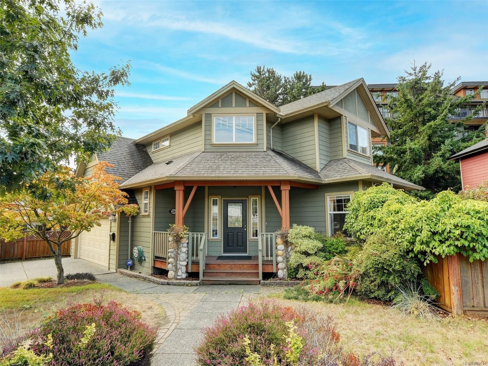 Main Photo: 2288 Selwyn Rd in Langford: La Thetis Heights House for sale : MLS®# 886611