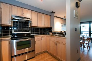 """Photo 4: 25 1345 W 4TH Avenue in Vancouver: False Creek Townhouse for sale in """"GRANVILLE ISLAND VILLAGE"""" (Vancouver West)  : MLS®# V994255"""
