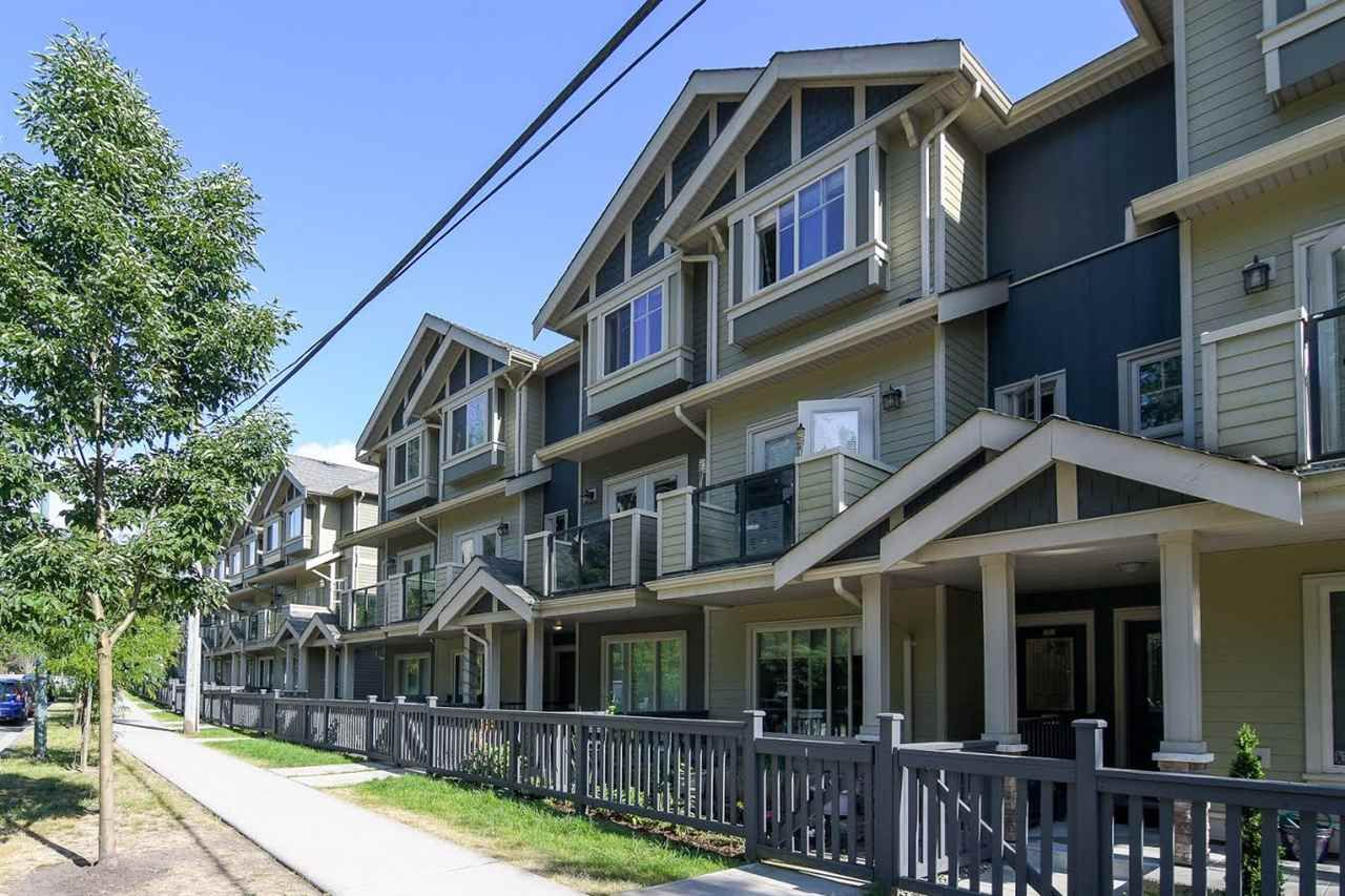 """Main Photo: 103 3382 VIEWMOUNT Drive in Port Moody: Port Moody Centre Townhouse for sale in """"Lillium Villas"""" : MLS®# R2187469"""