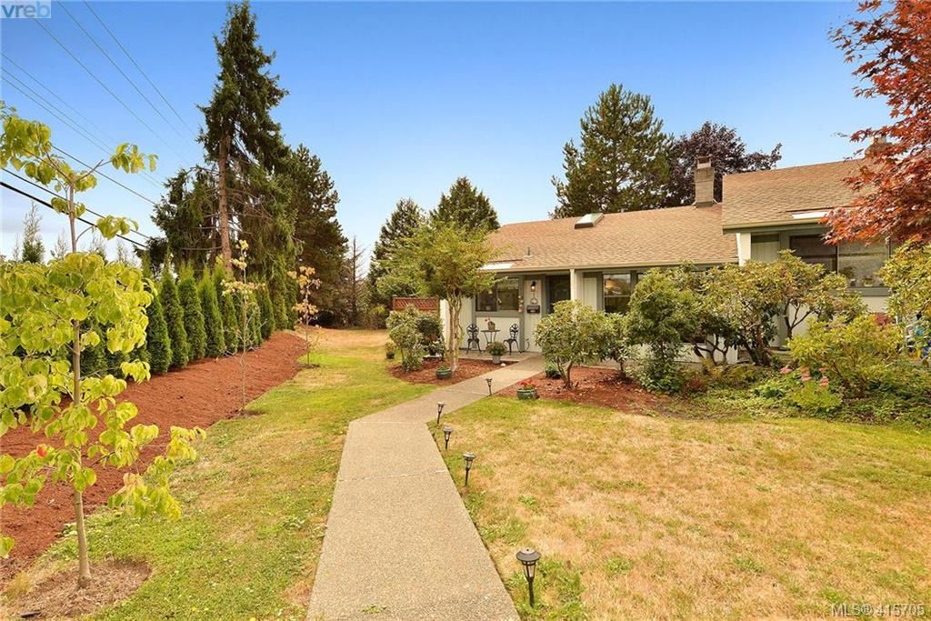 Main Photo: 1 4140 Interurban Rd in VICTORIA: SW Strawberry Vale Row/Townhouse for sale (Saanich West)  : MLS®# 824614