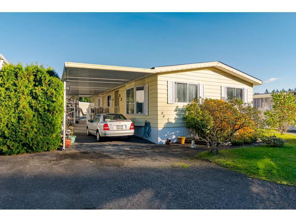 "Main Photo: 84 2270 196 Street in Langley: Brookswood Langley Manufactured Home for sale in ""Pineridge Park"" : MLS®# R2511479"