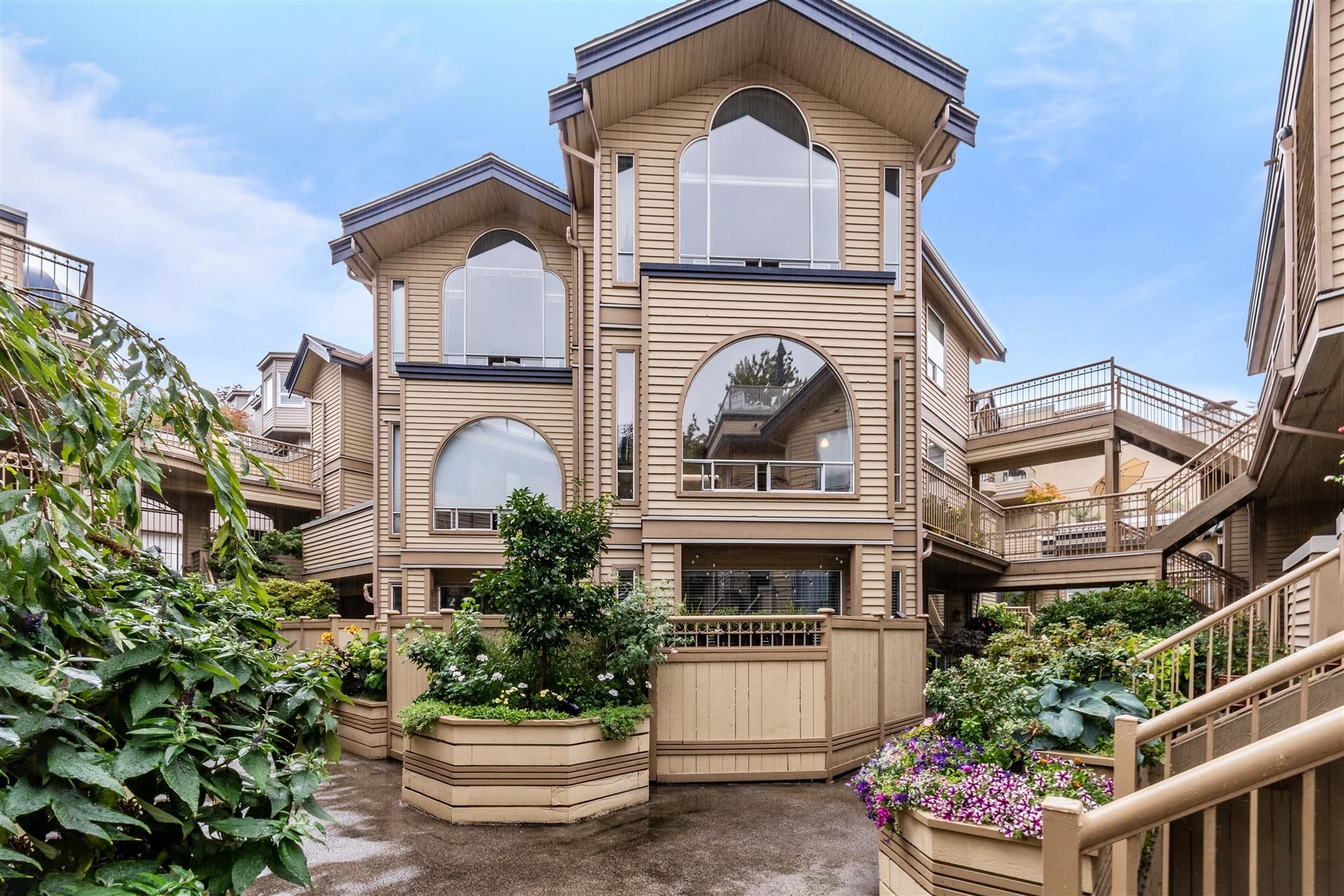 """Main Photo: 207 1100 W 7TH Avenue in Vancouver: Fairview VW Condo for sale in """"WINDGATE CHOKLIT PARK"""" (Vancouver West)  : MLS®# R2615620"""