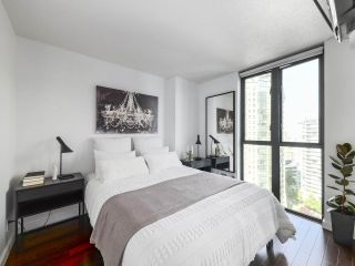 "Photo 9: 2106 1331 W GEORGIA Street in Vancouver: Coal Harbour Condo for sale in ""The Pointe"" (Vancouver West)  : MLS®# R2504782"