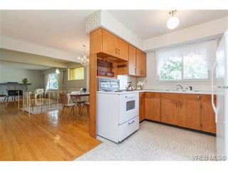 Photo 10: 964 Nicholson St in VICTORIA: SE Lake Hill House for sale (Saanich East)  : MLS®# 732243