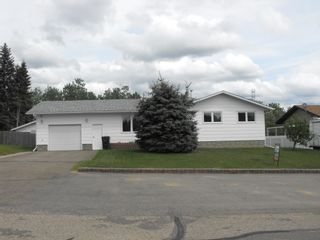 Photo 2: 5418 Circle Drive: Elk Point House for sale : MLS®# E4202376
