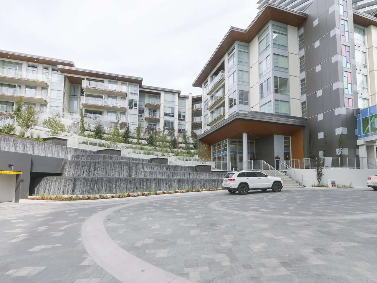 """Main Photo: 104 1768 GILMORE Avenue in Burnaby: Brentwood Park Condo for sale in """"Escala"""" (Burnaby North)  : MLS®# R2398729"""