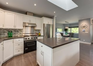 Photo 8: 33 Windermere Road SW in Calgary: Wildwood Detached for sale : MLS®# A1146094