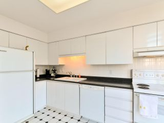 """Photo 10: 903 6888 STATION HILL Drive in Burnaby: South Slope Condo for sale in """"SAVOY CARLTON"""" (Burnaby South)  : MLS®# R2336364"""