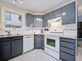 Photo 4: #57 70 BEACHAM WY NW in Calgary: Beddington Heights House for sale : MLS®# C4295026