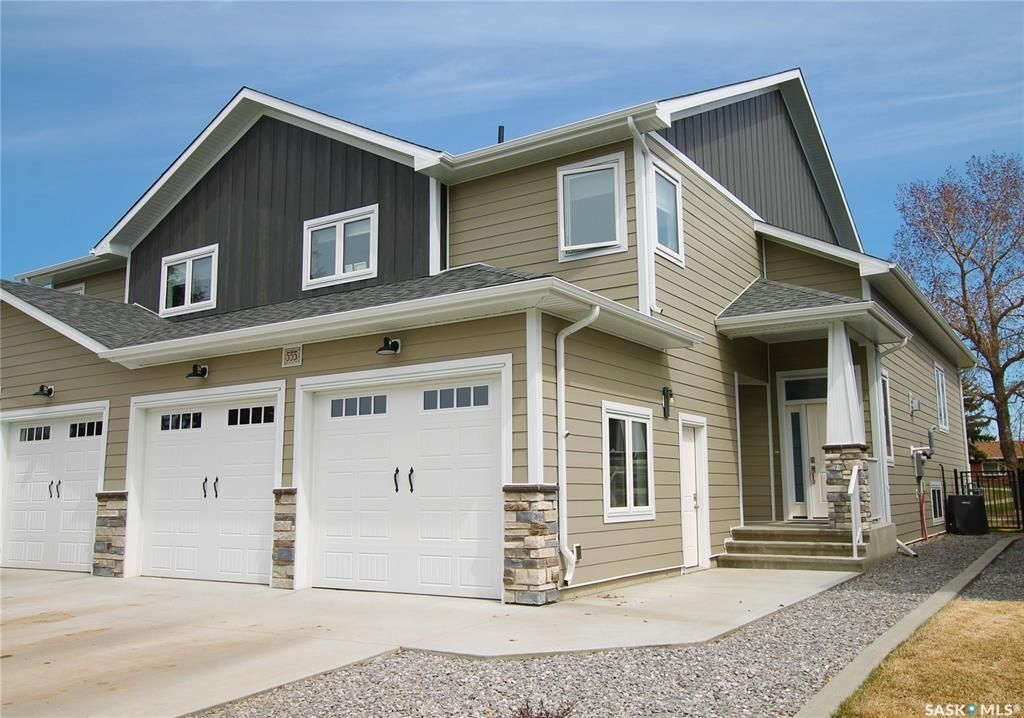 Main Photo: 555 6th Avenue Southeast in Swift Current: South East SC Residential for sale : MLS®# SK852012