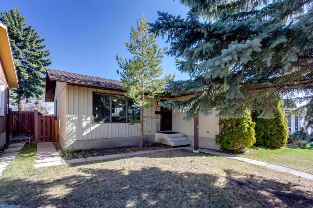 Main Photo: 11 Bedwood Place NE in Calgary: Beddington Heights Detached for sale : MLS®# A1145937