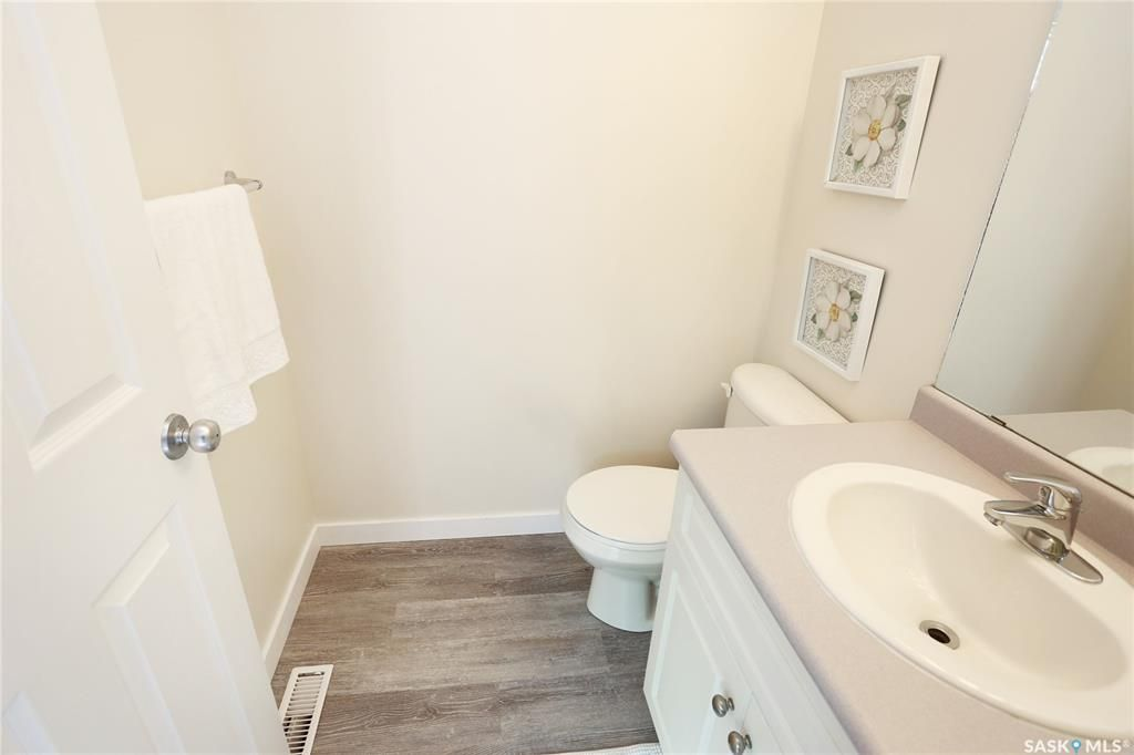 Photo 16: Photos: 131B 113th Street West in Saskatoon: Sutherland Residential for sale : MLS®# SK778904