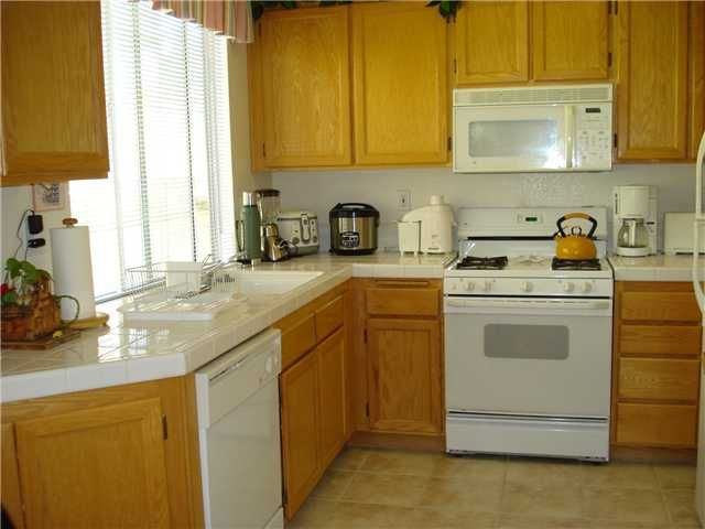 Photo 4: Photos: OCEANSIDE House for sale : 3 bedrooms : 4084 Ivey Vista