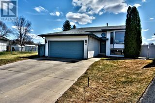 Photo 1: 51 Kemp Avenue in Red Deer: House for sale : MLS®# A1103323