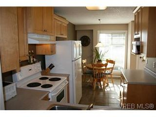 Photo 4: 26 300 Six Mile Rd in VICTORIA: VR Six Mile Row/Townhouse for sale (View Royal)  : MLS®# 560855