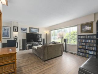 """Photo 4: 4050 WELLINGTON Street in Port Coquitlam: Oxford Heights House for sale in """"OXFORD HEIGHTS"""" : MLS®# R2365270"""