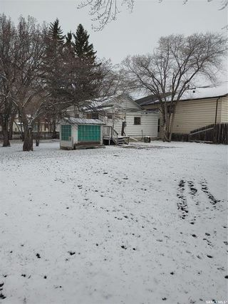 Photo 3: 201 Dunlop Street in Saskatoon: Forest Grove Residential for sale : MLS®# SK850113