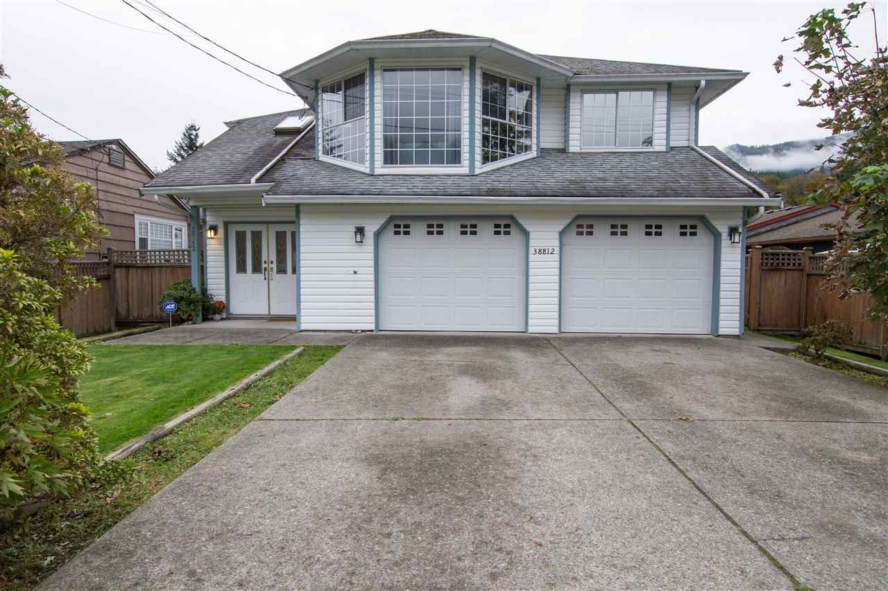 Main Photo: 38812 NEWPORT Road in Squamish: Dentville House for sale : MLS®# R2510331