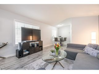 """Photo 6: 186 7790 KING GEORGE Boulevard in Surrey: East Newton Manufactured Home for sale in """"Crispen Bays"""" : MLS®# R2560382"""