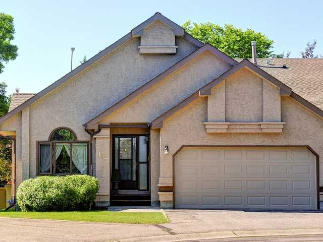 Main Photo: 112 OAKBRIAR Close SW in CALGARY: Palliser Townhouse for sale (Calgary)  : MLS®# C3576758