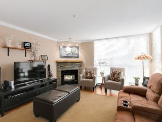 "Photo 3: 212 8450 JELLICOE Street in Vancouver: Fraserview VE Condo for sale in ""Boardwalk"" (Vancouver East)  : MLS®# R2037508"