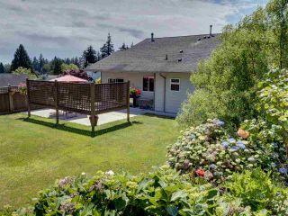 Photo 3: 6304 SAMRON Road in Sechelt: Sechelt District House for sale (Sunshine Coast)  : MLS®# R2469444