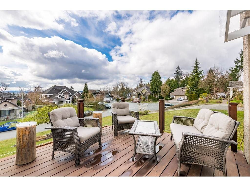Photo 2: Photos: 16065 77 Avenue in Surrey: Fleetwood Tynehead House for sale : MLS®# R2449375