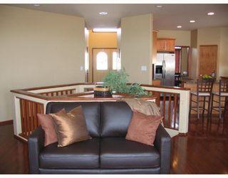Photo 2: 134 WILLMINGTON Drive in WINNIPEG: Windsor Park / Southdale / Island Lakes Residential for sale (South East Winnipeg)  : MLS®# 2803972