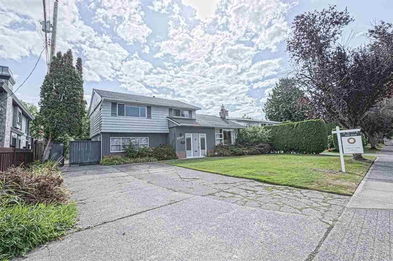 Main Photo: 8540 SEAFAIR DRIVE in : Seafair House for sale : MLS®# R2399499