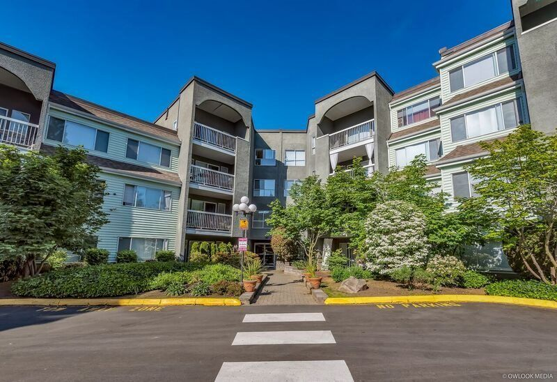 Main Photo: 307 5700 200 STREET in Langley: Langley City Condo for sale : MLS®# R2267963