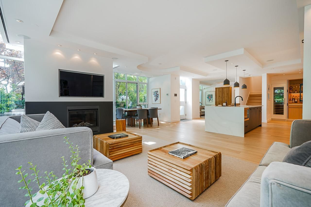 """Main Photo: 403 BEACH Crescent in Vancouver: Yaletown Townhouse for sale in """"WATERFORD"""" (Vancouver West)  : MLS®# R2611200"""