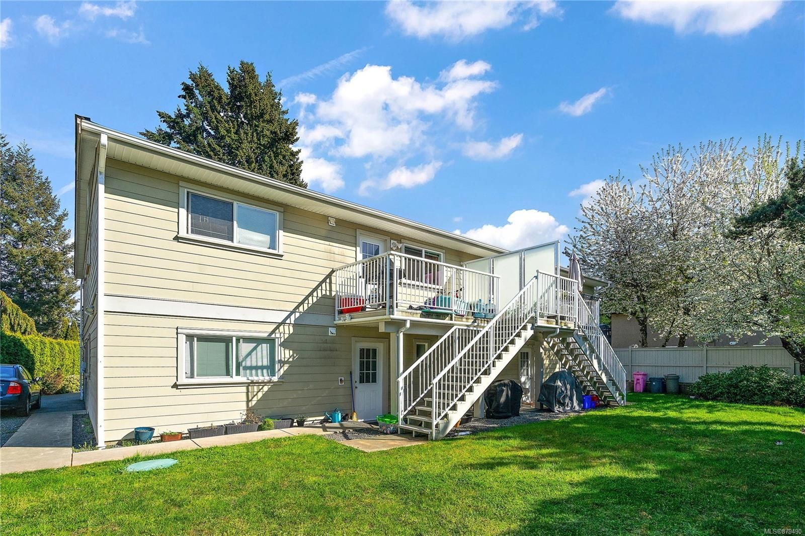 Main Photo: A 3346 Willowdale Rd in : Co Triangle Half Duplex for sale (Colwood)  : MLS®# 879490