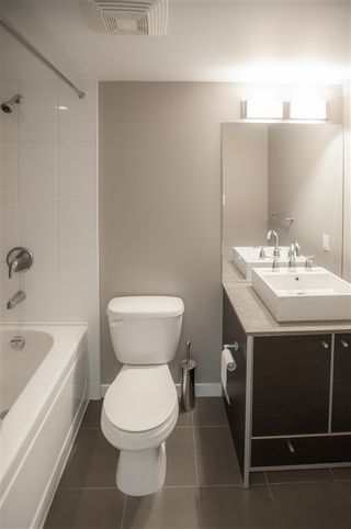 "Photo 14: 2402 13688 100 Avenue in Surrey: Whalley Condo for sale in ""Park Place 1"" (North Surrey)  : MLS®# R2544550"