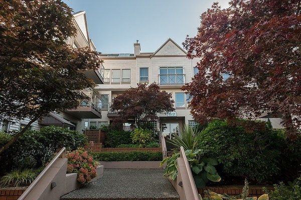 """Main Photo: 110 910 W 8TH Avenue in Vancouver: Fairview VW Condo for sale in """"RHAPSODY"""" (Vancouver West)  : MLS®# R2004570"""