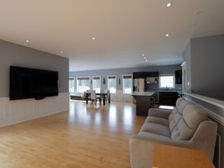 Photo 2: 425 5th Avenue in Oakville: House for sale : MLS®# 202101468