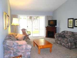 Photo 2: 9 2030 Robb Ave in COMOX: CV Comox (Town of) Row/Townhouse for sale (Comox Valley)  : MLS®# 711932