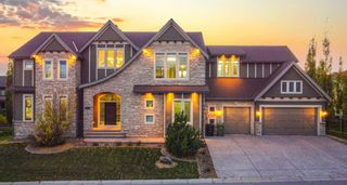 Main Photo: 3105 81 Street SW in Calgary: Springbank Hill Detached for sale : MLS®# A1153314