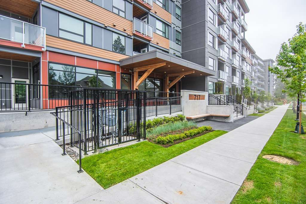 """Main Photo: 111 717 BRESLAY Street in Coquitlam: Coquitlam West Condo for sale in """"SIMON"""" : MLS®# R2370658"""
