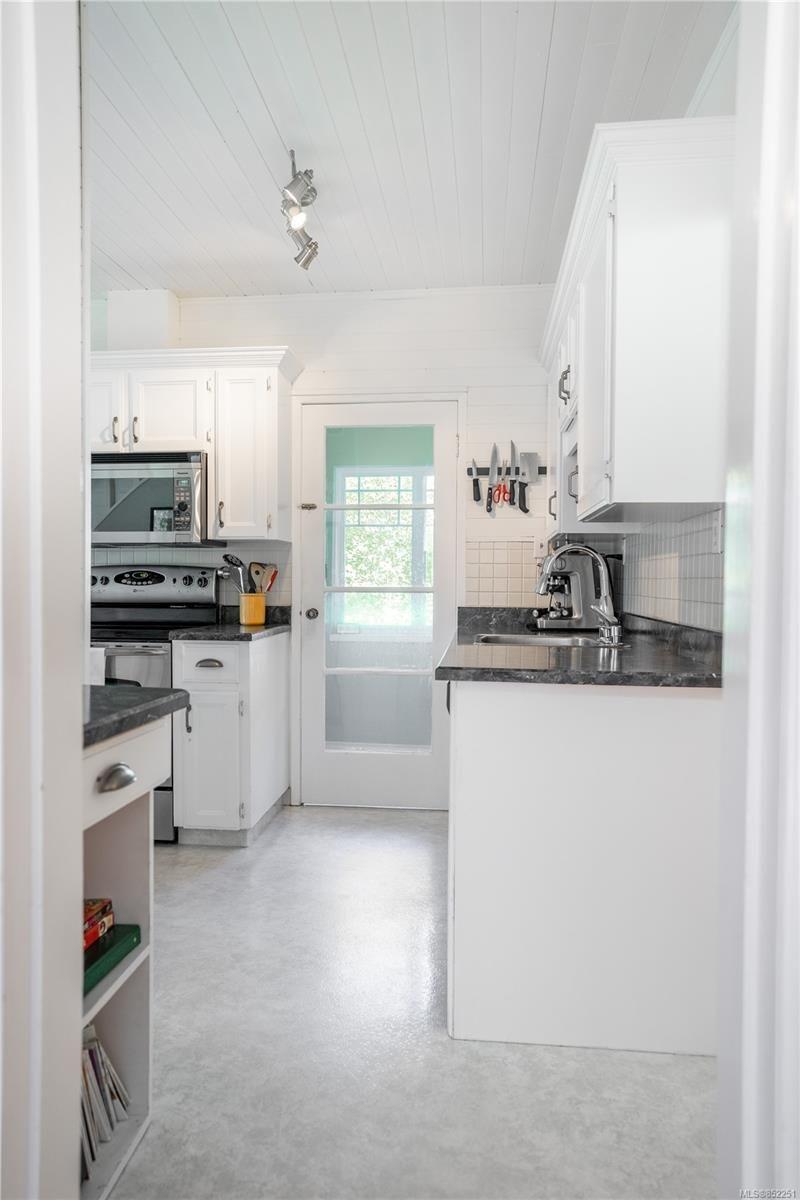 Photo 6: Photos: 2363 Pacific Ave in : OB Estevan House for sale (Oak Bay)  : MLS®# 852251