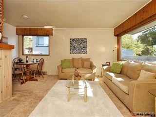 Photo 3: 2636 Victor St in VICTORIA: Vi Oaklands House for sale (Victoria)  : MLS®# 702369