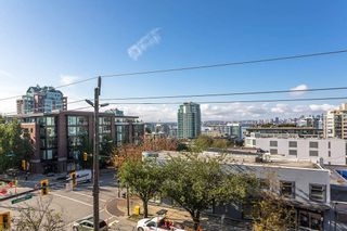 """Photo 15: 404 305 LONSDALE Avenue in North Vancouver: Lower Lonsdale Condo for sale in """"The Met"""" : MLS®# R2491734"""