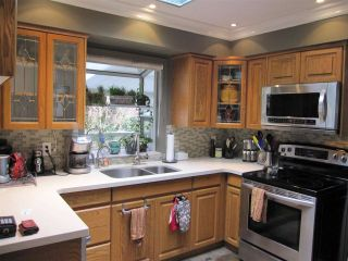 Photo 6: 12081 GREENWELL Street in Maple Ridge: East Central House for sale : MLS®# R2049109