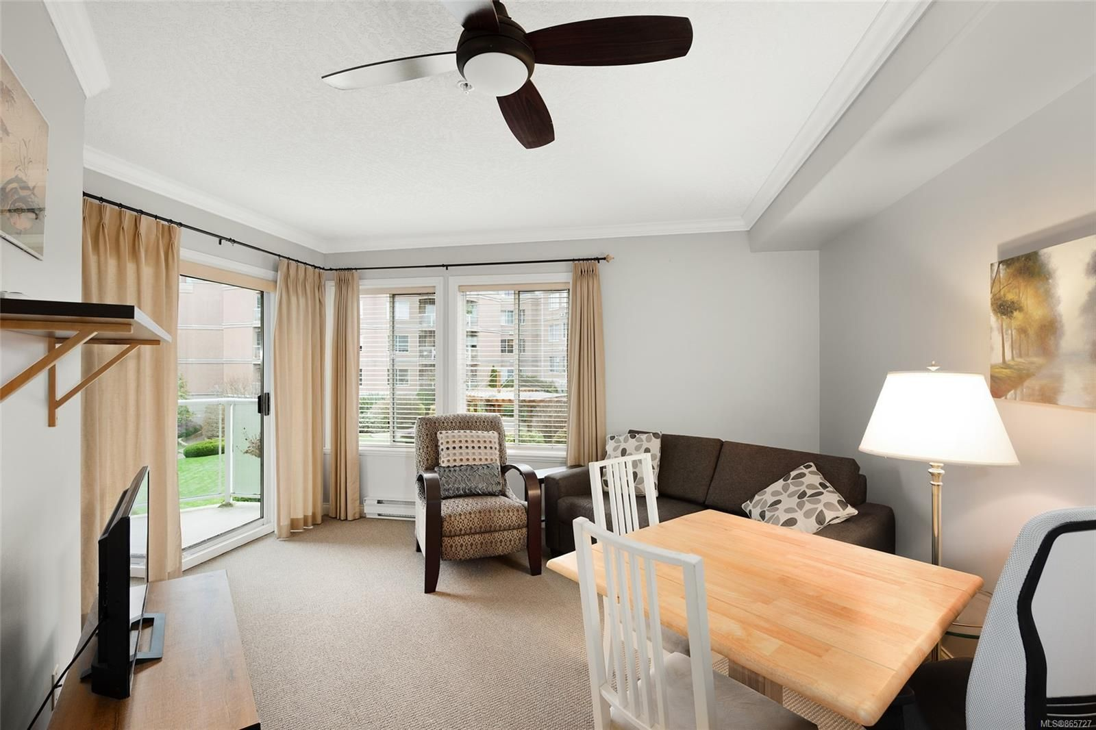 Main Photo: 224 405 Quebec St in : Vi James Bay Condo for sale (Victoria)  : MLS®# 865727