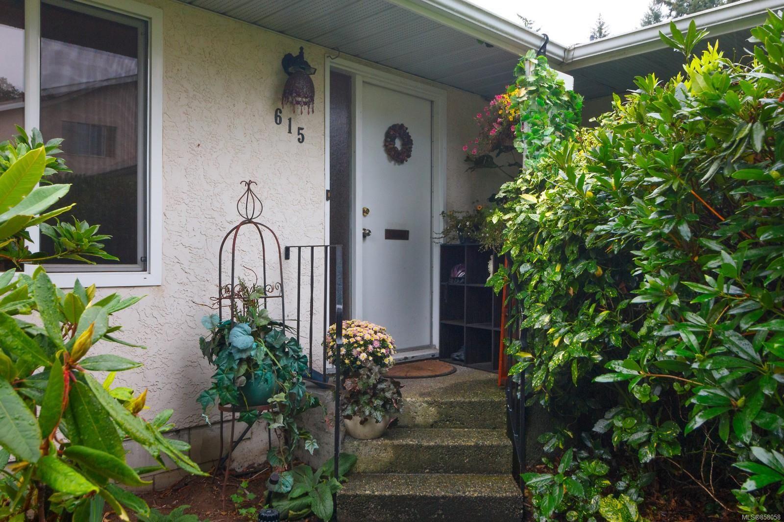 Main Photo: 1 615 Goldstream Ave in : La Fairway Half Duplex for sale (Langford)  : MLS®# 858058