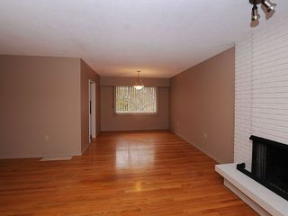 Photo 3: 2006 Runnymede Ave in Victoria: Residential for sale : MLS®# 289922